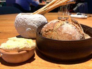 パンとグリッシーニ、手作りバター