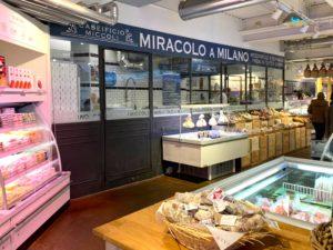 ここで実際にモツァレラチーズが毎日作られます。