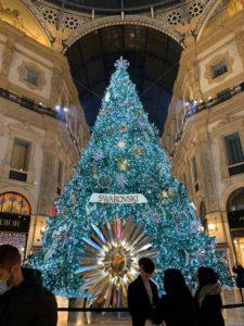 毎年恒例、スワロフスキーのクリスマスツリー